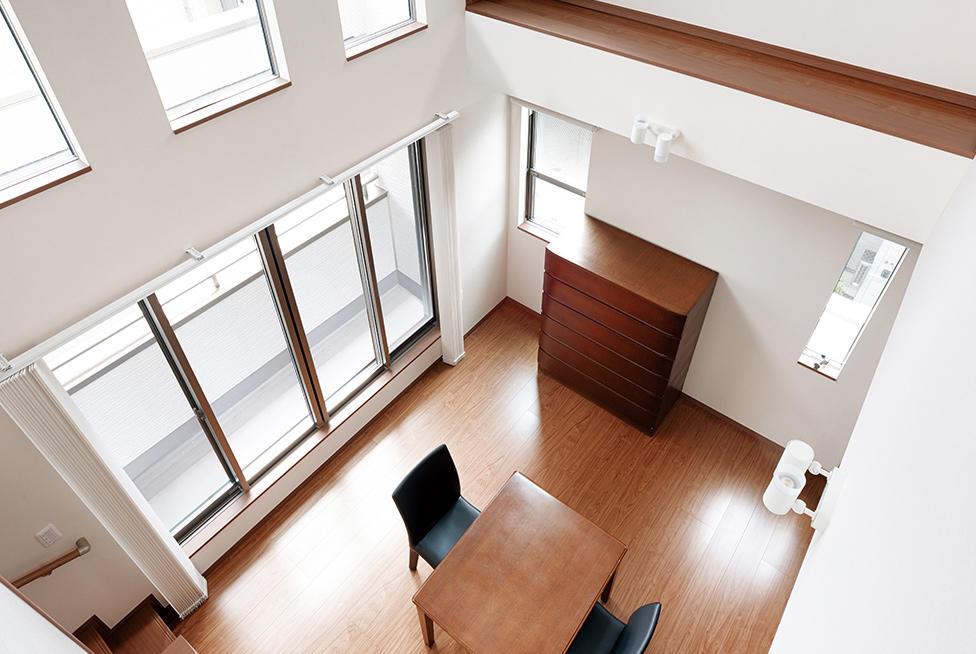 敷地の有効活用から生まれた、3階建・重層長屋の賃貸併用住宅