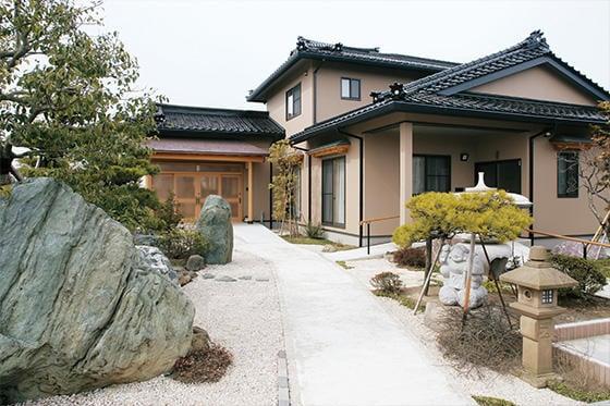 伝統と現代が調和した本格和風建築
