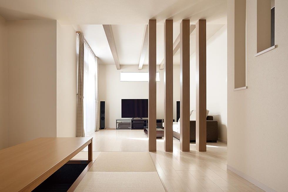 格子のデザインをいかした、個性的な和モダン住宅