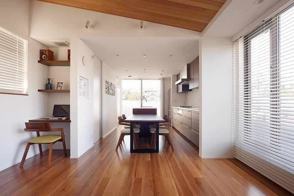 住宅密集地でも快適。3階建の賃貸併用住宅