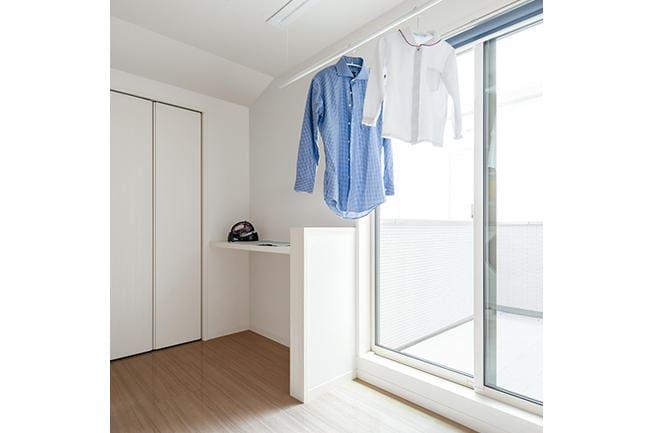 室内干しができる洗面所。