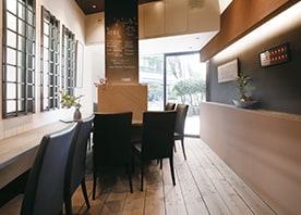 わずか4坪ほどの空間が居心地のいいカフェに一新