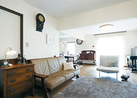 会話が弾む対面キッチンと好みの家具が映えるLDKが誕生