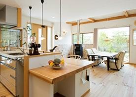 倉庫だった空間をリフォーム自然素材が心地よいカフェに