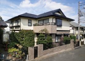 屋根を葺き替え、外壁を再塗装してリフレッシュ