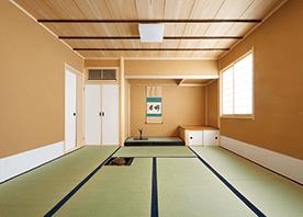 建物の制約をアイデアで解決した本格茶室空間