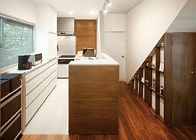 ゆったりと使える コンパクトなL型キッチン