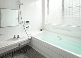 高断熱浴槽とペアガラスで温もりたっぷりの浴室に!