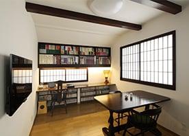 お気に入りの椅子を「魅せる」書斎スペース