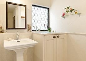 台座付き洗面器を愛でる空間