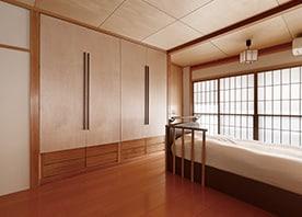 壁と天井を一新!和と洋が溶け合うくつろぎの寝室