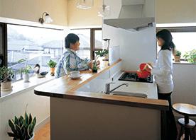 外の景色を楽しむ オープンキッチンに変える