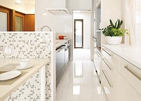 空間にすっと溶け込む造作キッチン