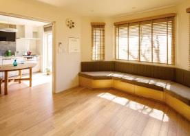 和室をキッチンに。 窓際でくつろぐ、のびやかなLDK