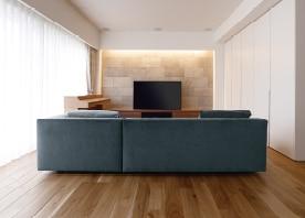 精巧なシンプル・ラスティック空間をデザイン。