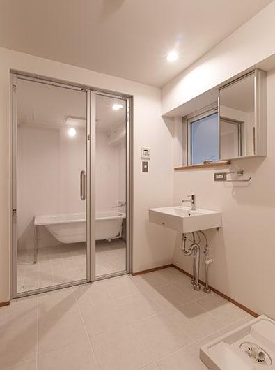 浴室洗面・ビル再生:RC7階建てビルを 都市型共同住宅に用途変更(コンバージョン)しました