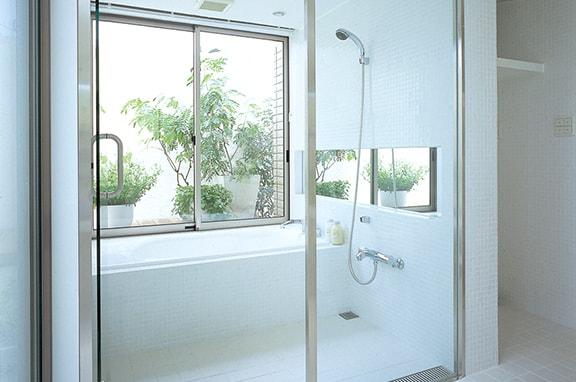 毎日くつろぐバスルームは 清潔・快適・安全に