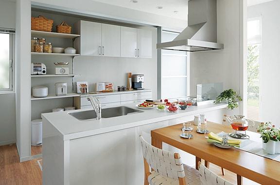 キッチンスペースを有効活用して ゆとりのある収納空間を実現